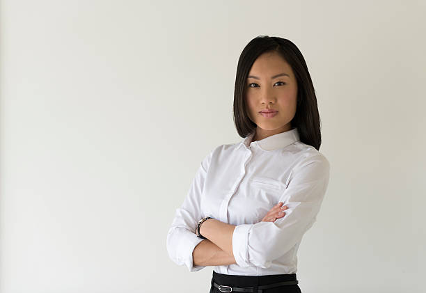 Asian Woman in white business shirt and black dress – Foto
