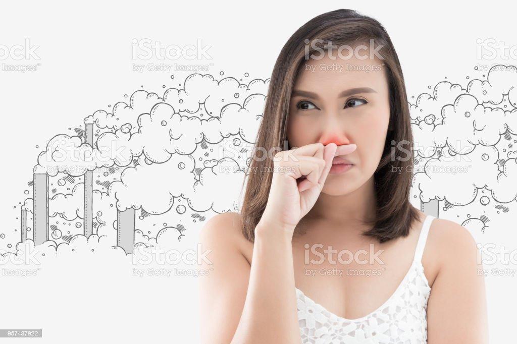31a66549d1d Femme asiatique en robe blanche attraper son nez en raison d une mauvaise  odeur sur