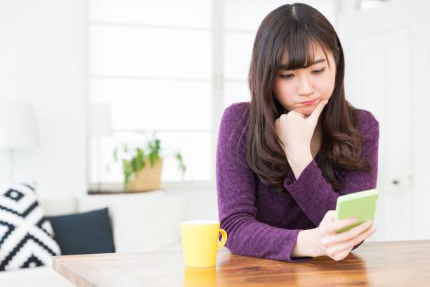 アジアの女性 - 悩む ストックフォトと画像