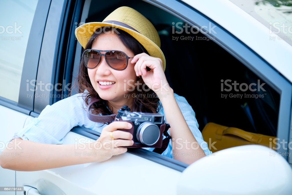 asian woman prepare to travel in car foto stock royalty-free
