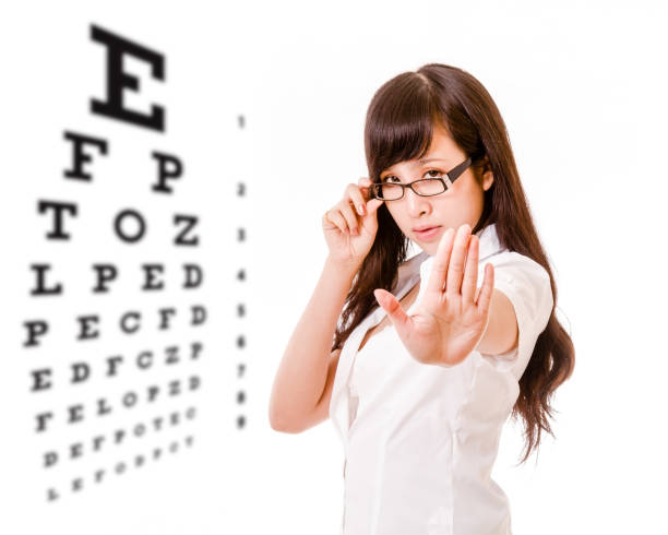 Asian woman showing no gesture with eyes test chart – Foto