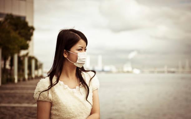 donne indossano facemask asiatica - sars foto e immagini stock
