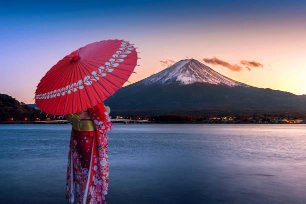 Asian woman wearing japanese traditional kimono at Fuji mountain. Sunset at Kawaguchiko lake in Japan. Asian woman wearing japanese traditional kimono at Fuji mountain. Sunset at Kawaguchiko lake in Japan. geisha stock pictures, royalty-free photos & images