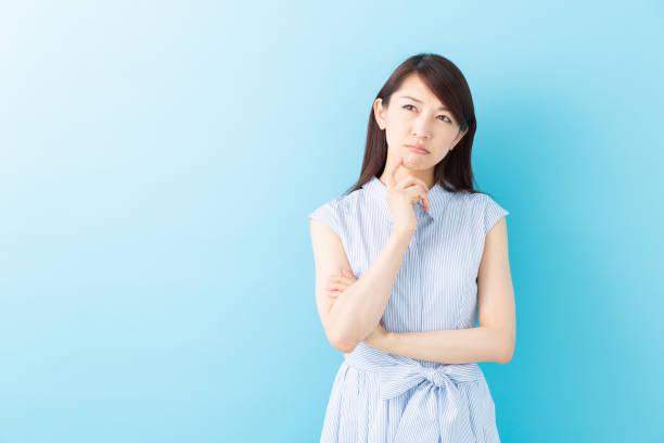 考えるアジアの女性 - 悩む ストックフォトと画像