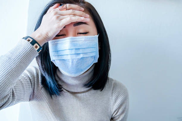 asian woman with face mask protection of coronavirus in human lungs - adenovirus foto e immagini stock