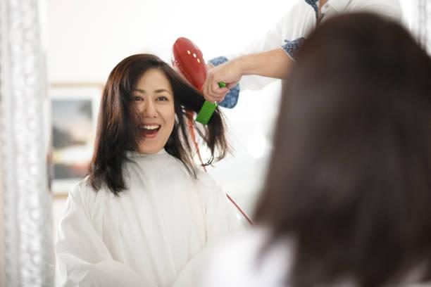 アジアの女性と美容 - 美容室 ストックフォトと画像