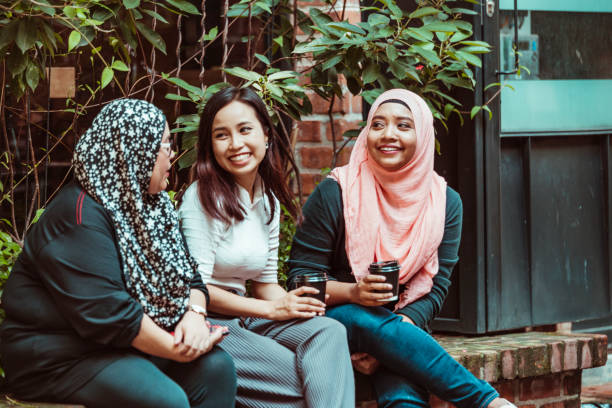 Asiatische Frauen Kaffee trinken und Spaß haben – Foto