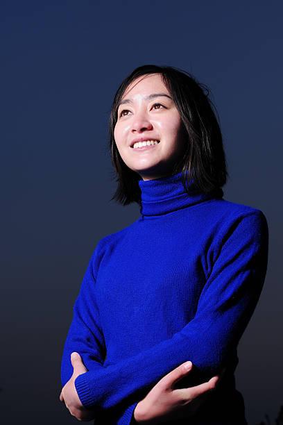 asiatische junge frau porträt - anzieh nacht stock-fotos und bilder