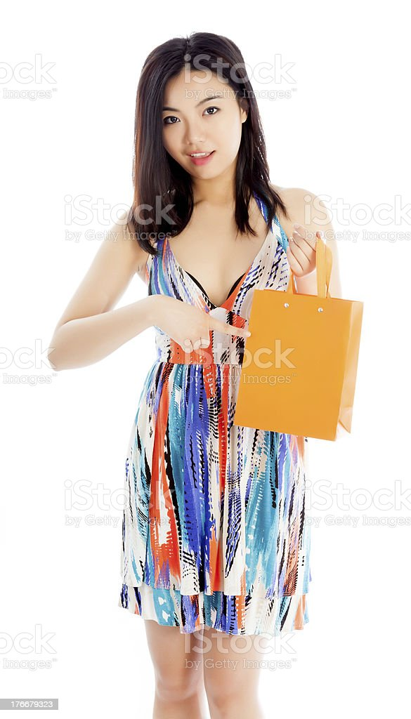 Joven mujer asiática usando vestido de verano aislado con fondo blanco foto de stock libre de derechos