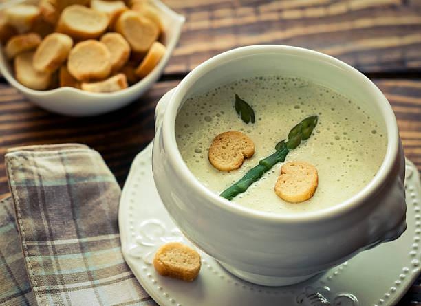 spargel-suppe - spargel vegan stock-fotos und bilder