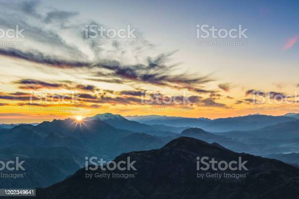 Photo of Aspen, Colorado rocky mountains at sunrise
