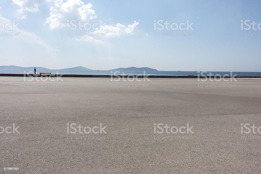 asphalt ground space with seaside background圖像檔