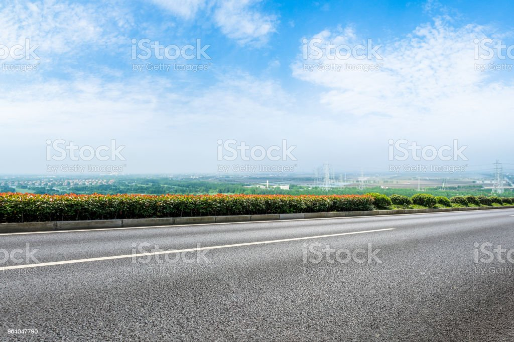 asphalt highway under the blue sky - Royalty-free Asphalt Stock Photo