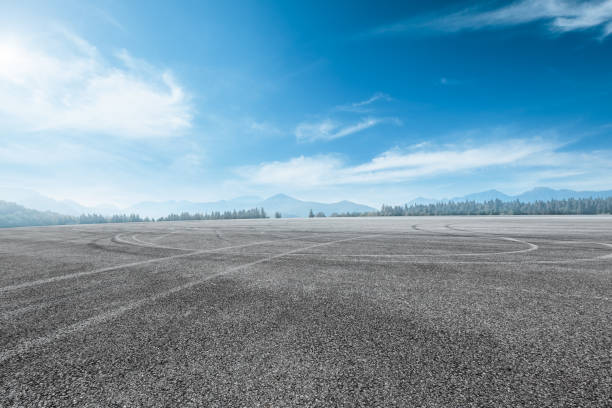 asphalt road and mountain background new asphalt road and mountain background horizon over land stock pictures, royalty-free photos & images