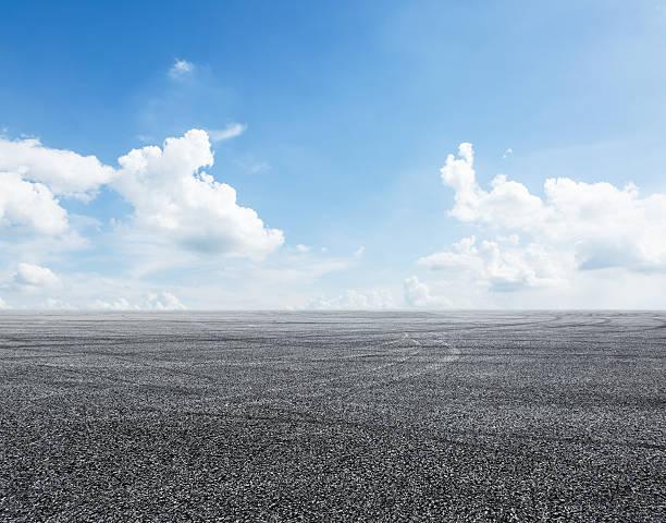 Asfalto strada e cielo - foto stock