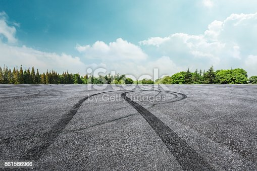 istock Asphalt road circuit and sky clouds with car tire brake 861586966