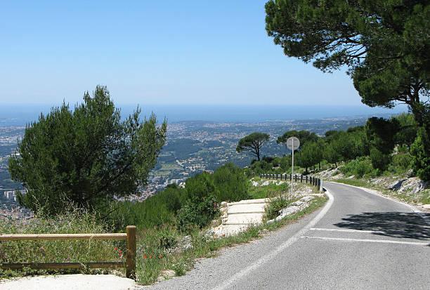 Asphaltstraße von Mount Faron in Toulon, Frankreich – Foto