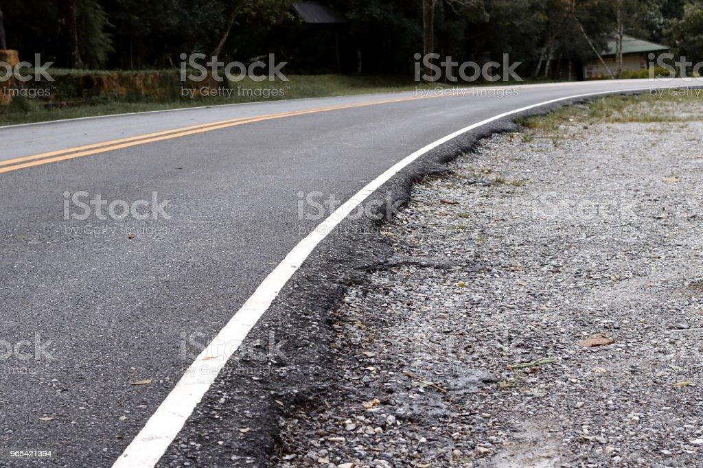Route goudronnée en paysage de campagne. - Photo de Admirer le paysage libre de droits