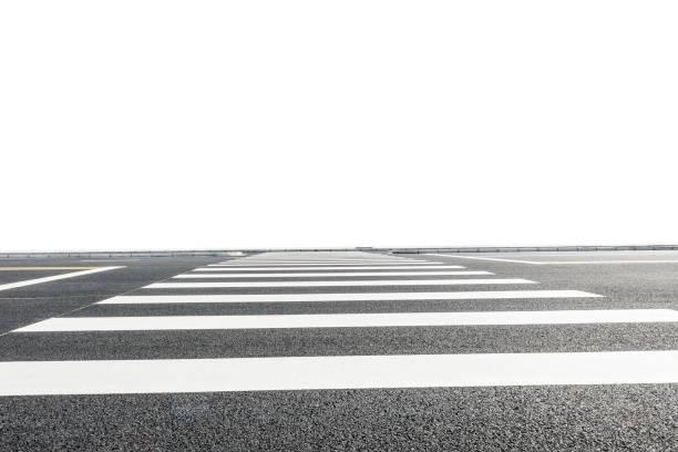 route asphaltée sur fond blanc - passage balisé photos et images de collection