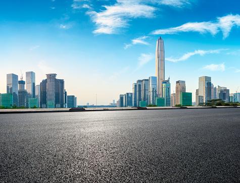 Quadratische Asphaltstraße Und Moderne Skyline In Shenzhen Stockfoto und mehr Bilder von Architektur