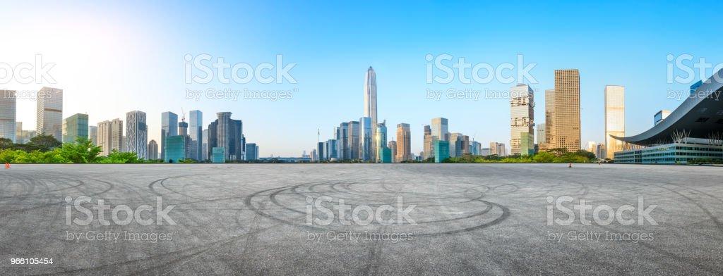 Quadratische Asphaltstraße und moderne Stadt Skyline Panorama in Shenzhen - Lizenzfrei Architektur Stock-Foto