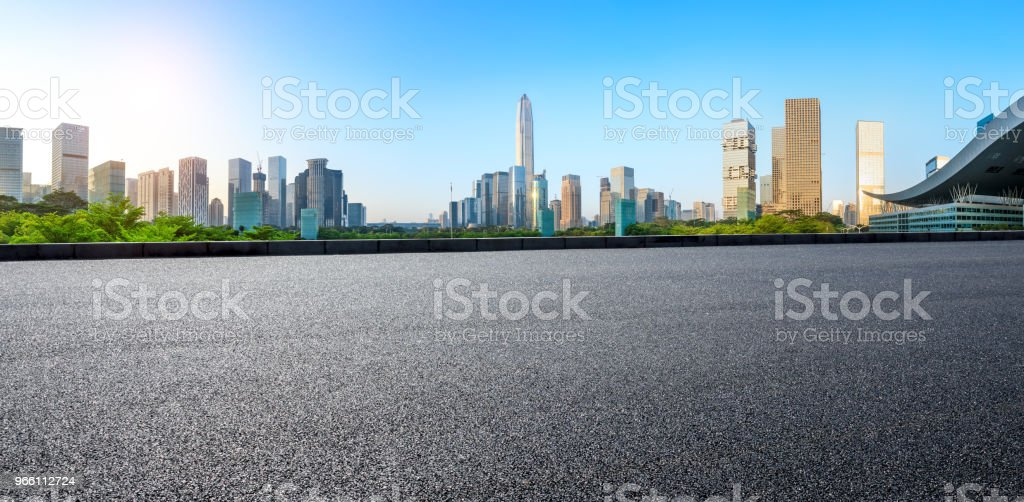 Asphalt square road and modern city skyline panorama in Shenzhen - Стоковые фото Автострада роялти-фри