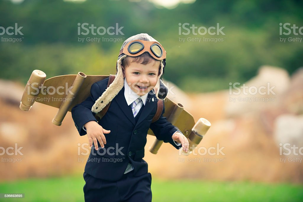 La qualité, l'innovation concept d'affaires.   Jeune enfant portant hom - Photo