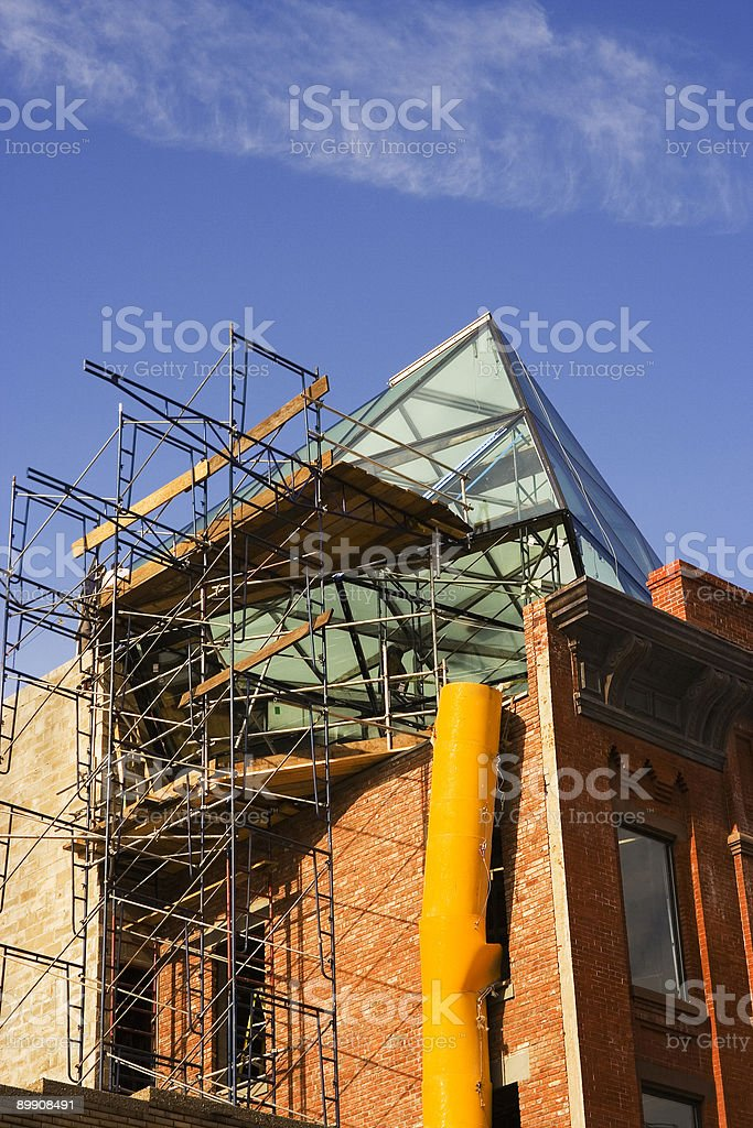 Assembling new glass roof on top of old building royalty free stockfoto