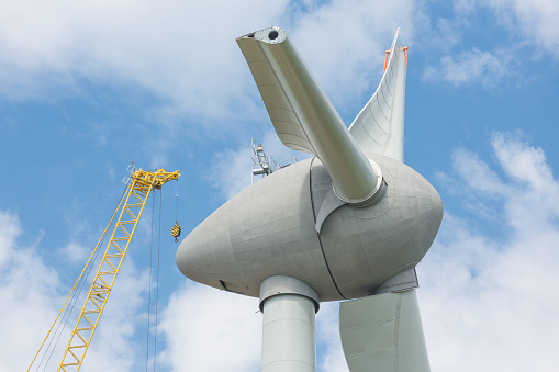 Assembling wings Dutch windturbine with large crane