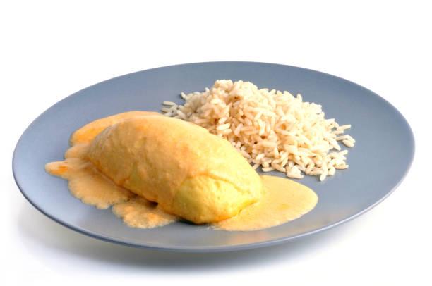 Assiette de quenelle et de riz Assiette de quenelle et de riz sur fond blanc riz stock pictures, royalty-free photos & images