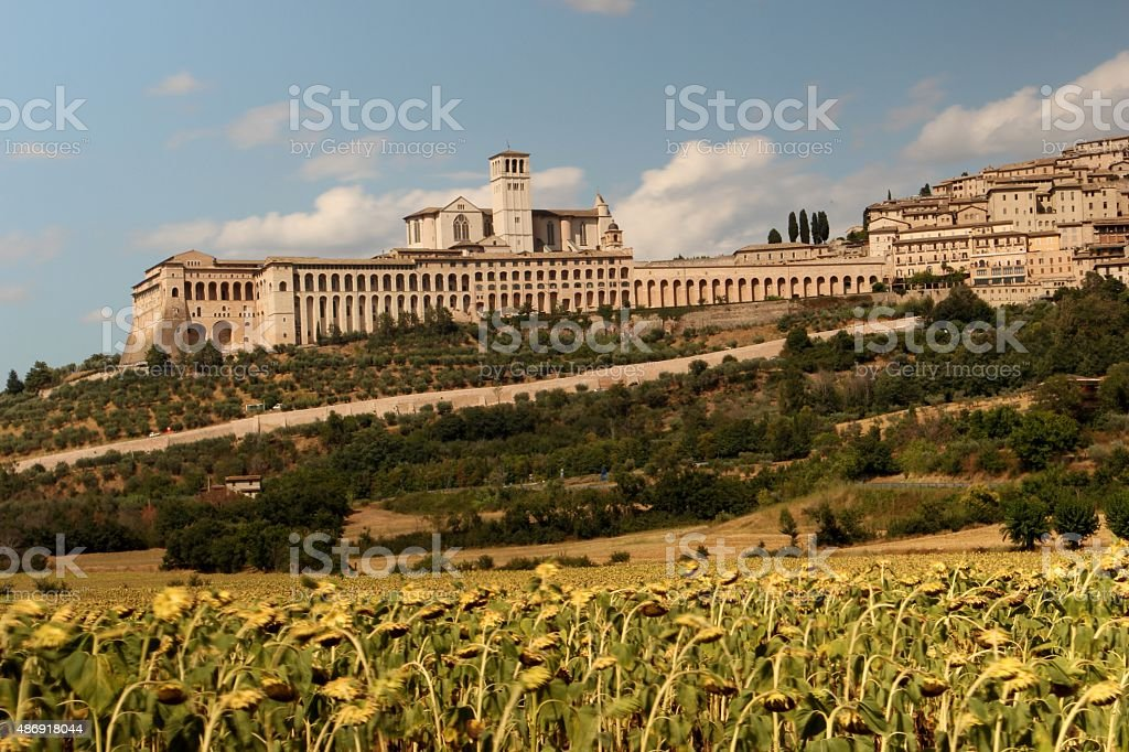 assisi-Vista panoramica sulla basilica di san francesco d'assisi - foto stock