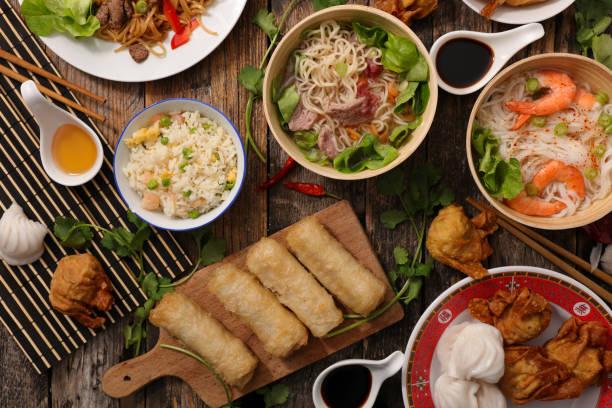 plat asiatique assorti - cuisine asiatique photos et images de collection