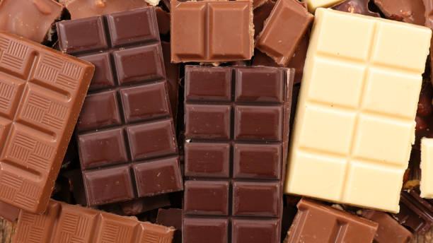 모듬된 초콜릿 바 - 초콜릿 뉴스 사진 이미지