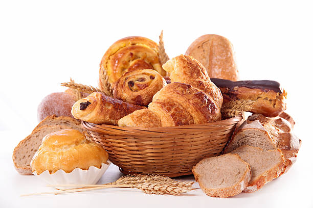 assorted croissand and bread - deeggerechten stockfoto's en -beelden