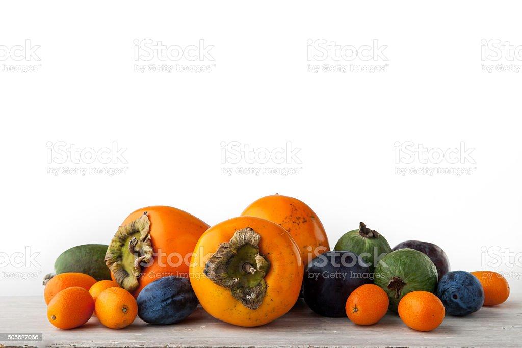 Verschiedene Früchte auf weiß Tisch Lizenzfreies stock-foto