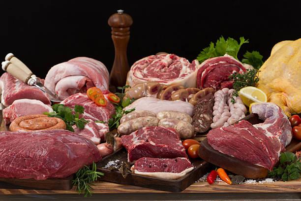 verschiedene rohem fleisch - innereien stock-fotos und bilder