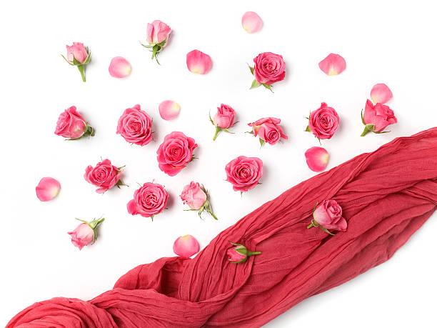 Assorted roses heads on white background overhead view flat lay picture id564577144?b=1&k=6&m=564577144&s=612x612&w=0&h=je0wd pb 3ypnvhdzlzfnfzzyty5cbqh sjqx 5jrm4=