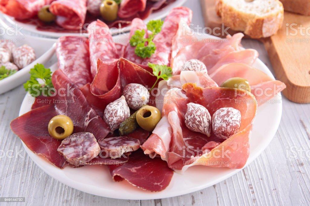 Verschiedene salami und Speck – Foto