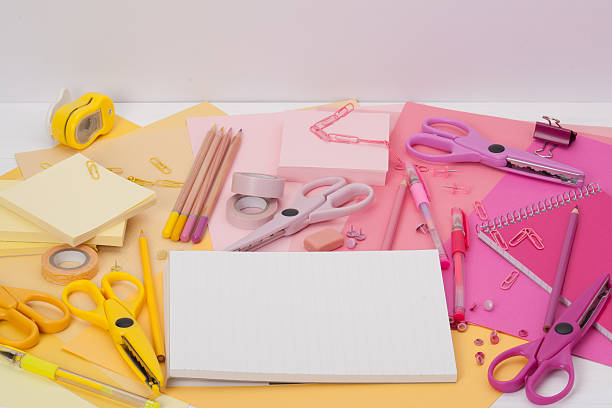 assorted stationery items on a desk - rbg 個照片及圖片檔