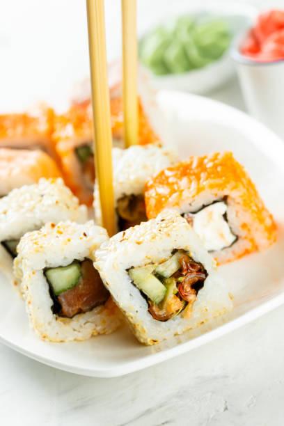 assorted sushi and rolls - philadelphia hähnchen stock-fotos und bilder
