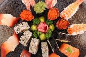 各種の寿司盛り合わせ