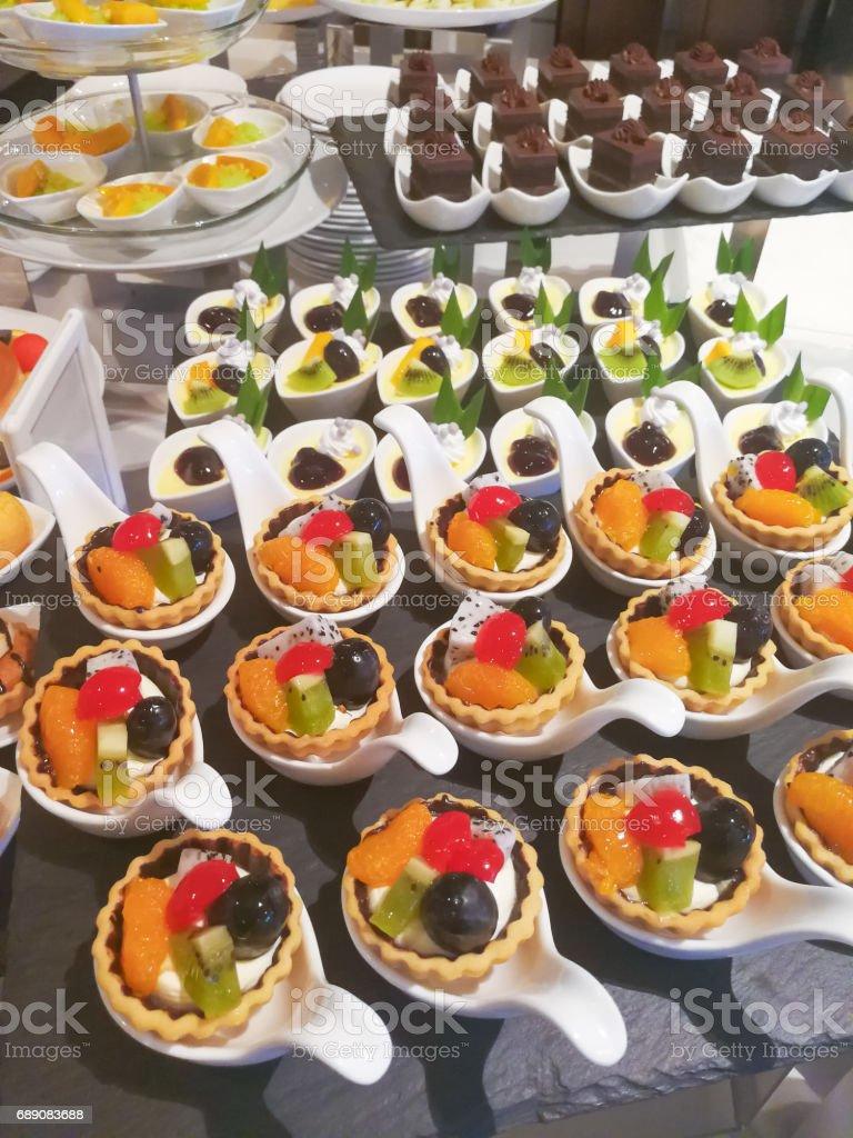 Verschiedene Susse Dessertbuffet Obst Torte Kasemousse Und Schokolade