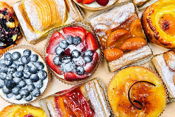 Variedade de tortas e doces - foto de acervo