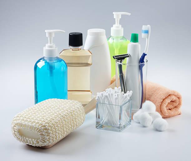 assortimento di prodotti da bagno - prodotto per l'igiene personale foto e immagini stock