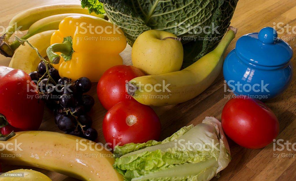 Assortiment de fruits, légumes et sucrière stock photo