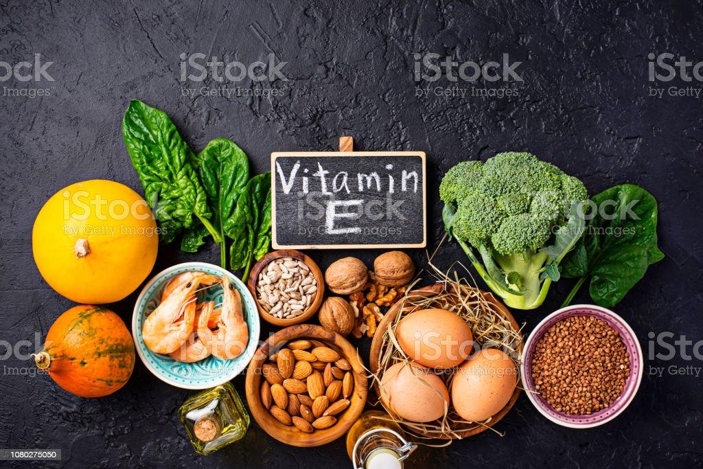 Assortment food sources of vitamin E - Zbiór zdjęć royalty-free (Bez ludzi)