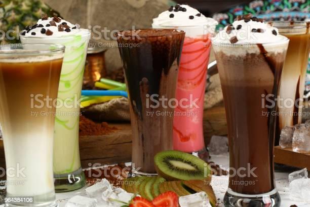 Foto de Variedade De Sucos Bebidas Bebidas Variedade Coleção Café Gelado Café Com Leite Milkshake Suco Suco De Fruta e mais fotos de stock de Abacaxi