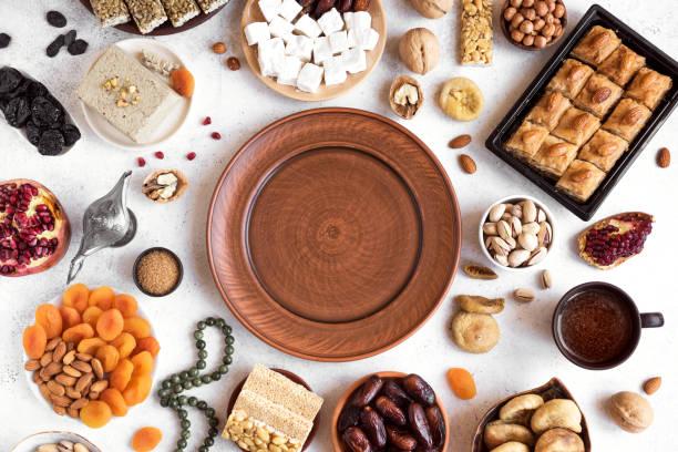 surtido de árabe, dulces turcos - ramadán fotografías e imágenes de stock
