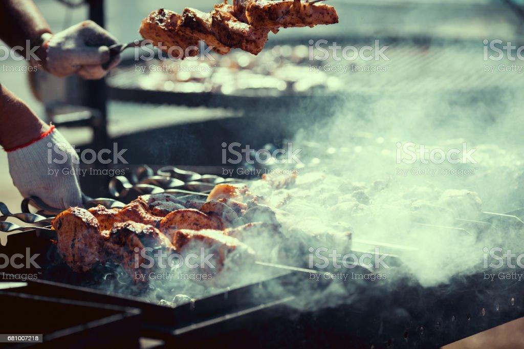 Variedade de churrasco na grelha - foto de acervo