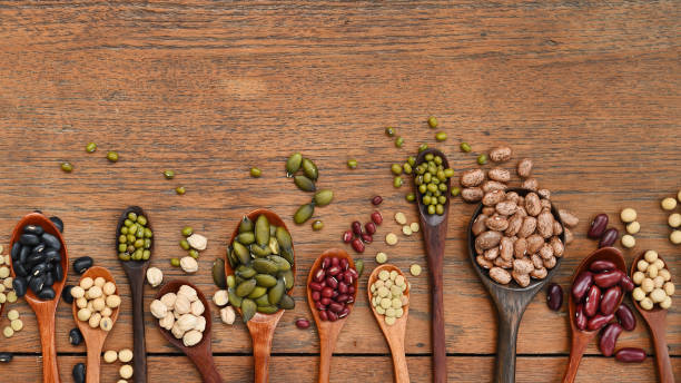 Assortment of beans and lentils in wooden spoon – zdjęcie